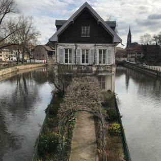 (C) Jule Reiselust: Nett anzusehen - die Praxis eines Psychologen am Square des Moulins.