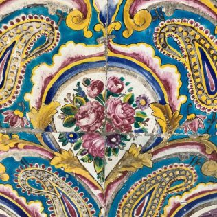 (C) Jule Reiselust: Farbenprächtige Fliesenmalerei an den Fassaden des Golestan Palast.