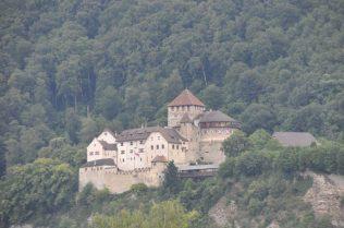 (C) Jule Reiselust: Schloss von Hans Adam II. und Alois von Lichtenstein.