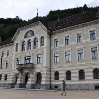 (C) Jule Reiselust: Regierungssitz in Vaduz.