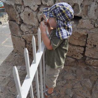 (C) Jule Reiselust: Noah genießt den Ausblick von der Balustrade des Türkischen Fort.