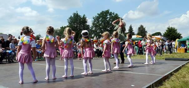 Die Mahlsdorfer Tanzflöhe in Action.