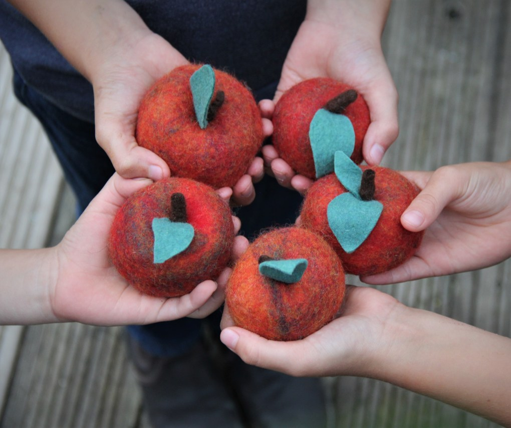gefilzteäpfelhand