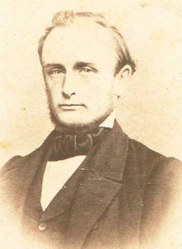 Købmand Thorvald Brabrand var yngste søn af Adriette Klingenberg og Matthias Brabrand.