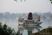 Halong Bucht mit Luxusdampfer