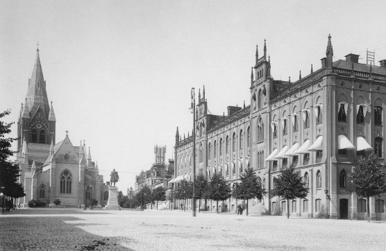 Wijnbladhs nya rådhusbyggnad och Nikolai Kyrka 1903.