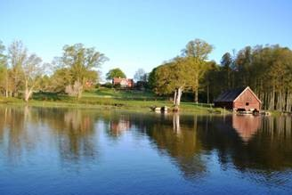 The boathouse at Torpa church is from the 17th century and was probably financed by Gabriel Ahlfort's grandfather Gabriel Gyllenståhl in order to make it easy for the inhabitants of Liljeholmen to get to church across the lake in the summer. Photo kindly provided by Martin Giertz.