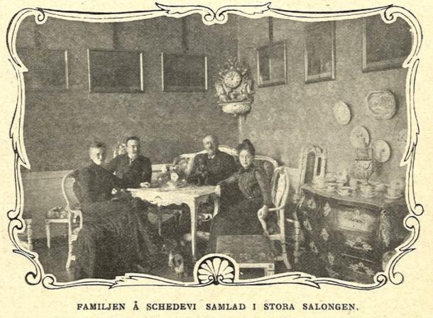 Familjen Pontin samlad i Stora Salongen på Schedevi.