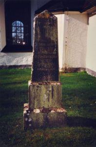 Fredric och Elionora Christinas gravsten på Kristbergs kyrkogård: Prosten Fredric Drotty 1786-1856 och hans maka Eleon. Christina Ahlfort 1794-1874. Gud är kärleken.