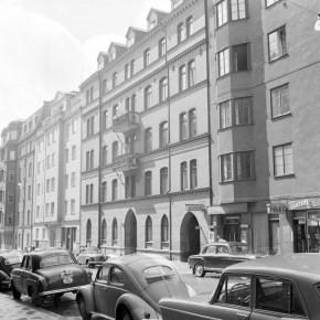 Grev Magnigatan 11 i 1962. Källa: Stockholmskallan.se.
