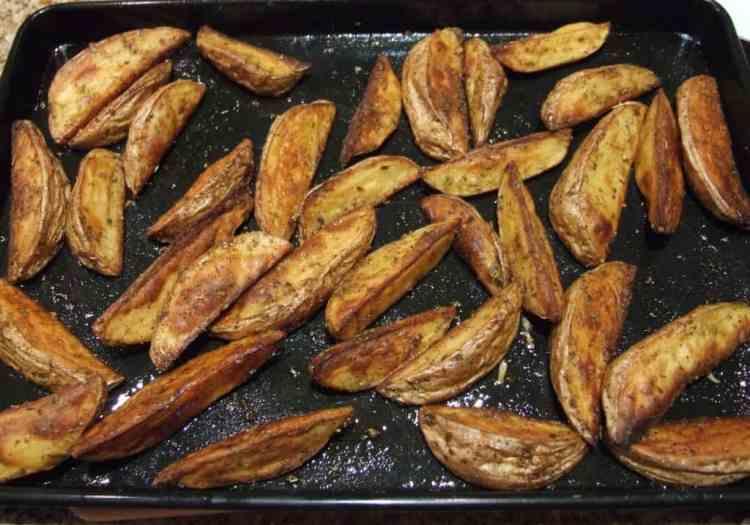 potato wedges with oregano and paprika