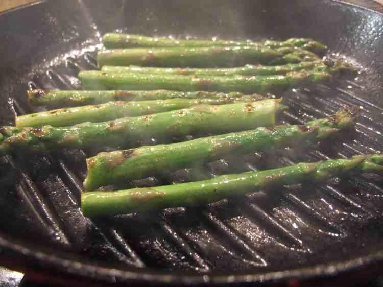 Griddling asparagus