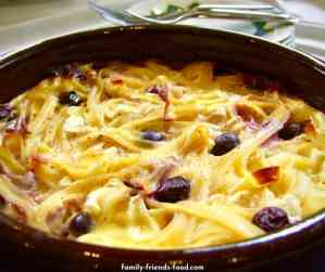 blueberry & cheese lokshen kugel (noodle pudding).