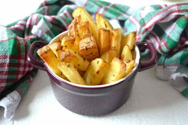 Rosemary-Chips. Submitted to One Potato, Two Potato - a recipe link-up for delicious vegetarian-friendly potato & sweet potato recipes.