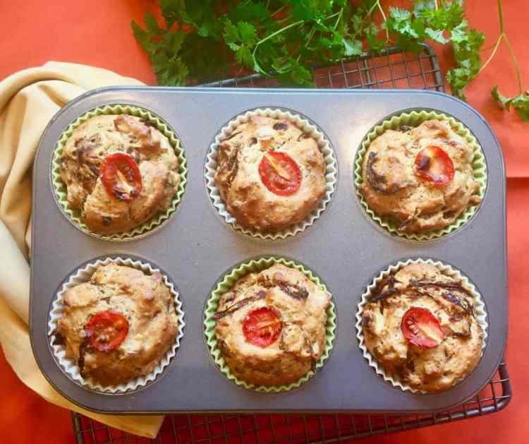 6 vegan savoury muffins in a muffin tin.