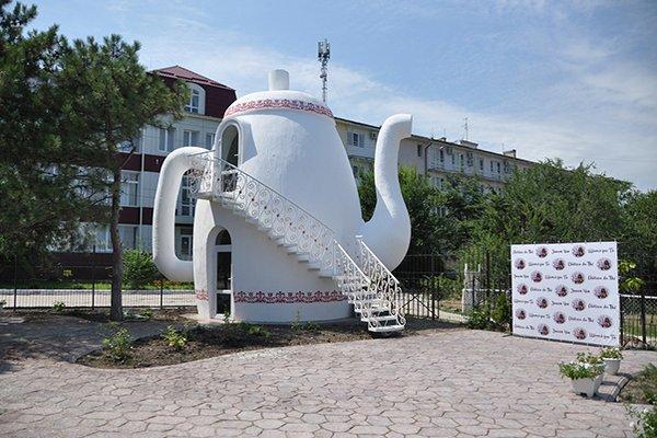 """Отель """"Феодосия"""", чайная """"Замок чая"""""""