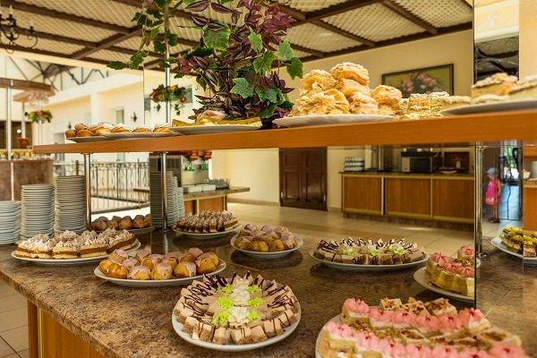 Ривьера, семейный отдых, сладкий стол