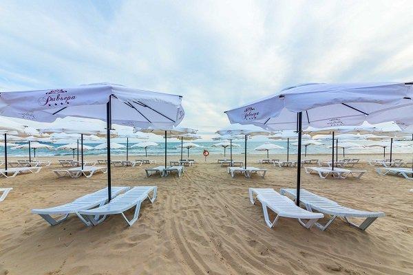 Ривьера, семейный отдых, пляж , зонтики