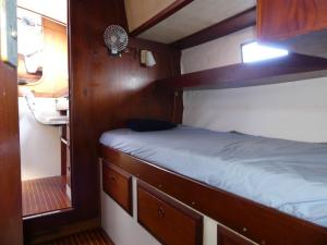 Midship cabin 2
