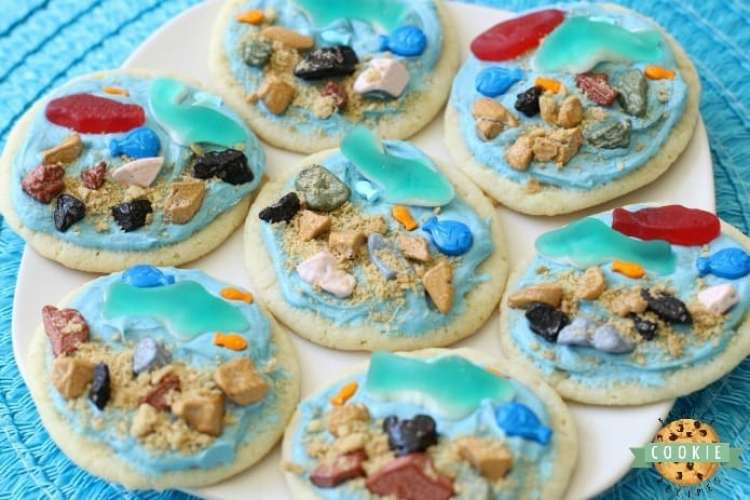 Under the Sea Cookies are soft sugar cookies topped with a fun ocean scene complete with gummy fish & sharks, chocolate rocks and a brown sugar ocean floor! Perfect for celebrating summer at the sea!