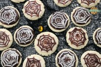 Halloween Cobweb Cookies are spectacularly spooky and completely delicious! Sugar cookies topped with chocolate & vanilla icing- no coloring! Quick & easy spider web design made in seconds. Perfect Halloween treats!