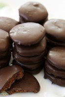 Thin Mints Cookies made with homemade buttery chocolate cookies dipped in mint fudge glaze. This simple recipe for copycat Thin Mints tastes even better than the original!