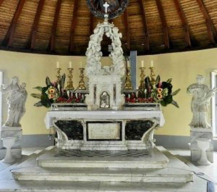 Le maitre-autel - Eglise Saint-Etienne au Marin