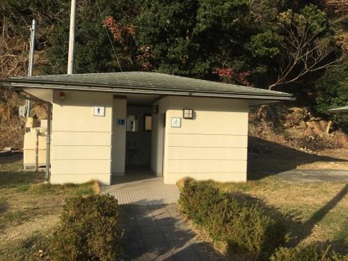 阿野漁港の男子トイレ