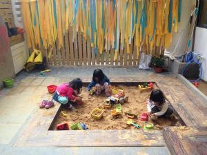 restaurant kids play area