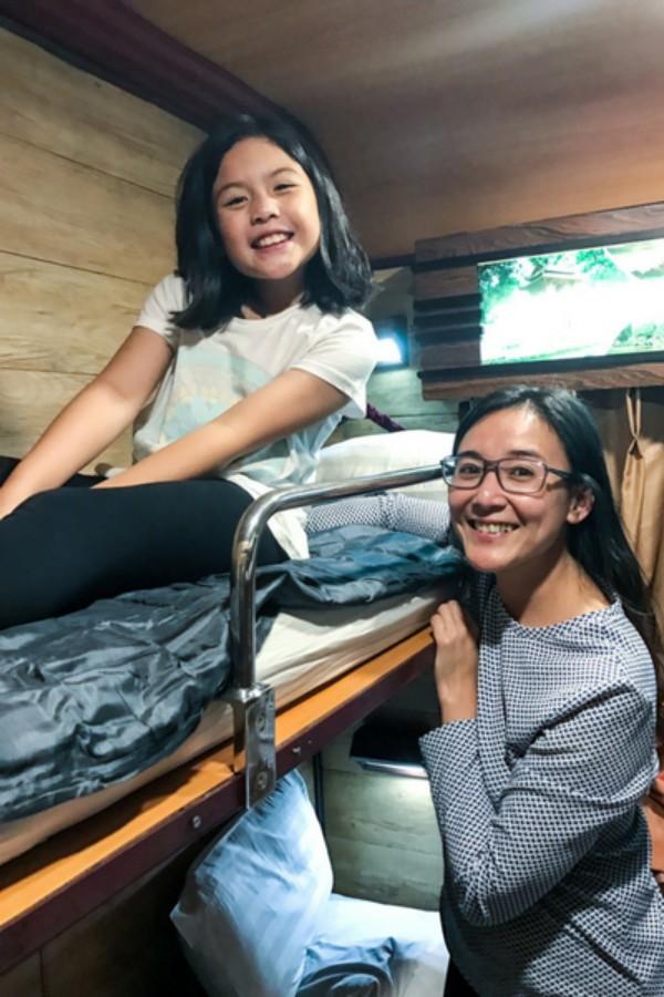Overnight-Train-Sapa-Hanoi-Mother-Daughter