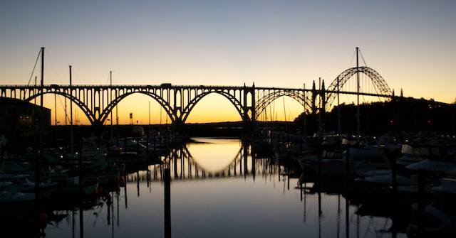 The beautiful bridge over Yaquina River, decorated by an even more beautiful sunset on the day we arrived