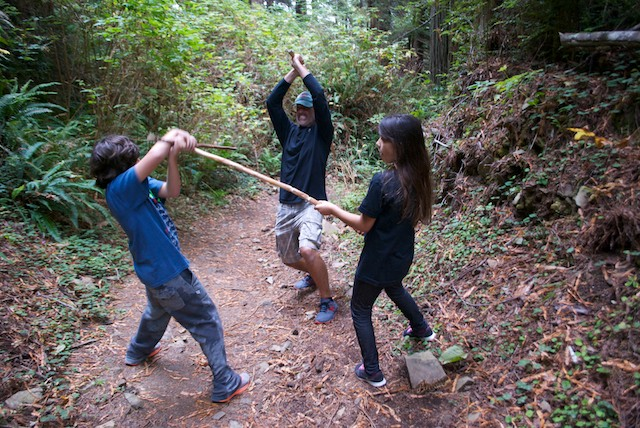 And while the Star Wars frenzy was still on, we staged a Jedi match with our hiking sticks, right there, in the middle of the woods. At that stage, if there were any ewok near us, it would have fled to security in the depth of the forest.