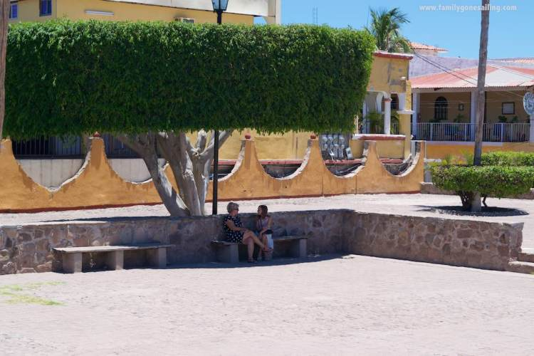 Sierra and Debra (s/v Coastal Drifter) cooling down under a tree shade in the main square