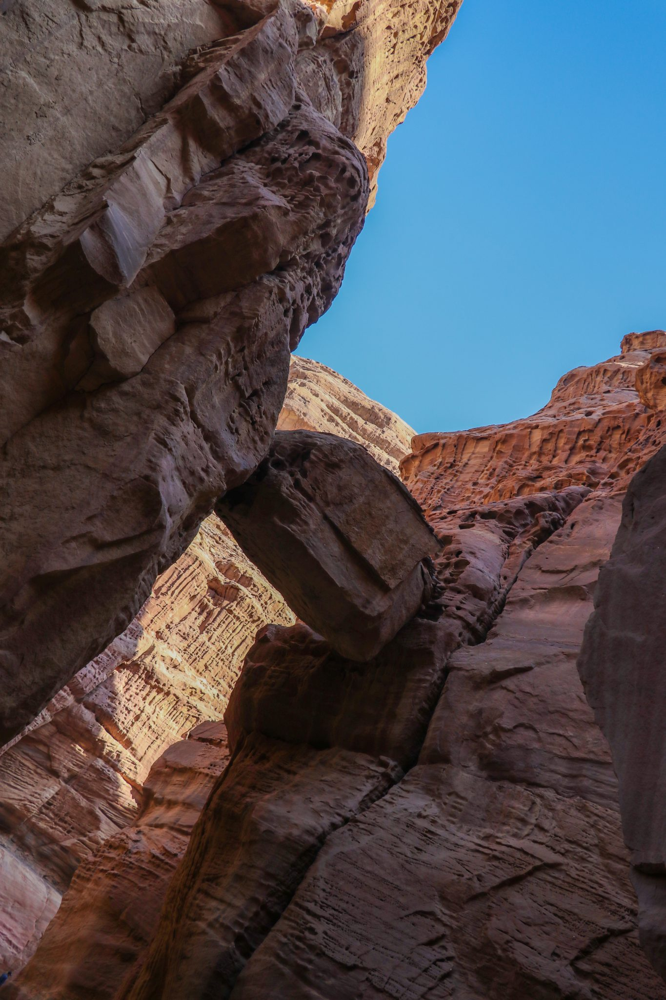 "the ""hanging rock""at the entrance of the wadi"