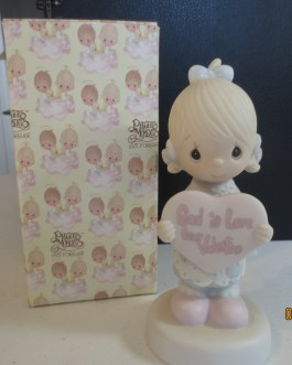 Vintage in box Precious Moments figurine #E7154 God is love, Dear Valentine 1981