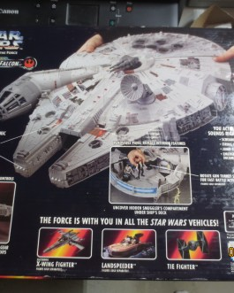 1995 STAR WARS POWER OF THE FORCE Millenium Falcon New unused in Box