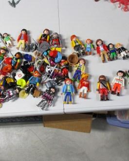 30 piece lot Playmobil action action plus loads of accessories hats, guns etc