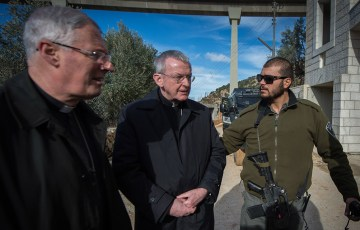 Israeli police prevent Bishops from visiting the Cremisan Valley