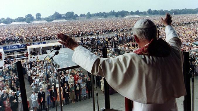 John Paul II celebrates Mass at York Racecourse