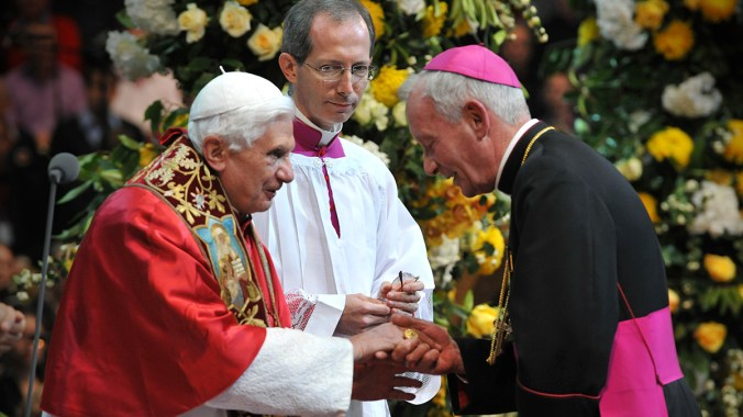 Archbishop Peter Smith Welcomes the Holy Father to Hyde Park