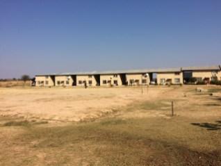 Wohnungen, die auf der Base gebaut wurden und die vermietet nun ein Einkommen für die Base liefern.