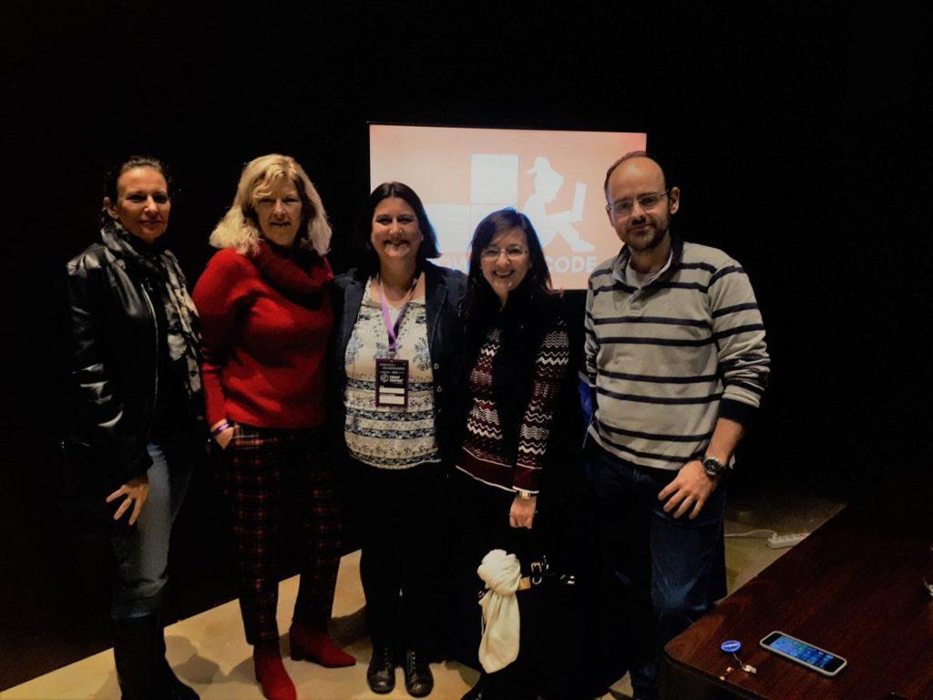 Lluc Gil y Celia Corrales con miembros del equipo de Power to Code en el Talent Woman 2018