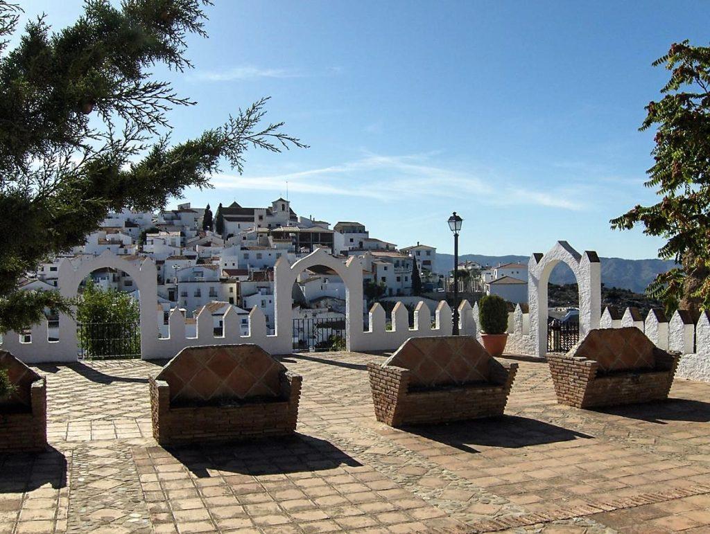 Comares, balcón de la Axarquía en Málaga