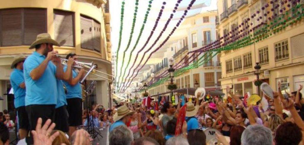 Grupos tocando en la Feria del centro en Málaga