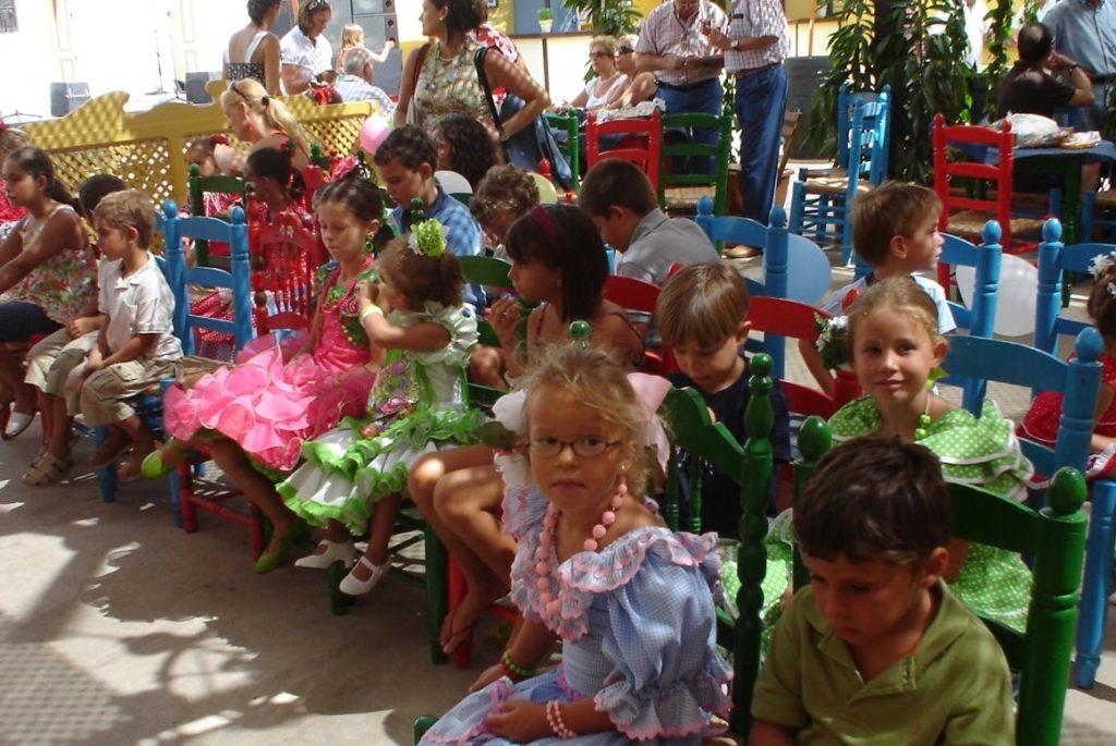 Fiesta infantil en una de las casetas de la Feria