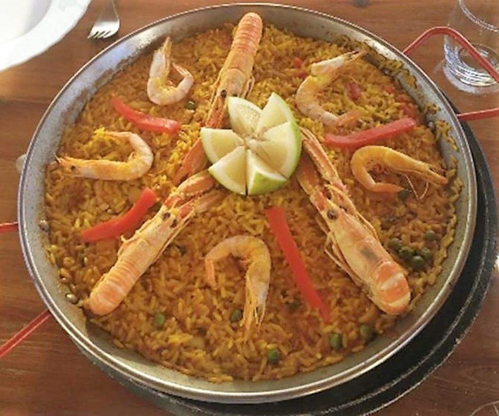 Paella del Restaurante Hermanos Tejada en Iznate, Málaga