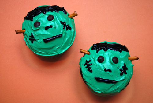 Halloween Cupcake: Frankenstein Cupcakes by FamilySpice.com