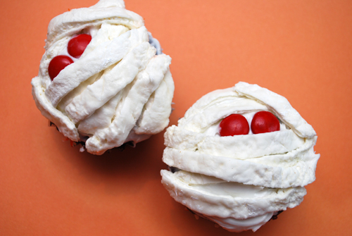 Halloween Cupcake: Mummy Cupcakes by FamilySpice.com