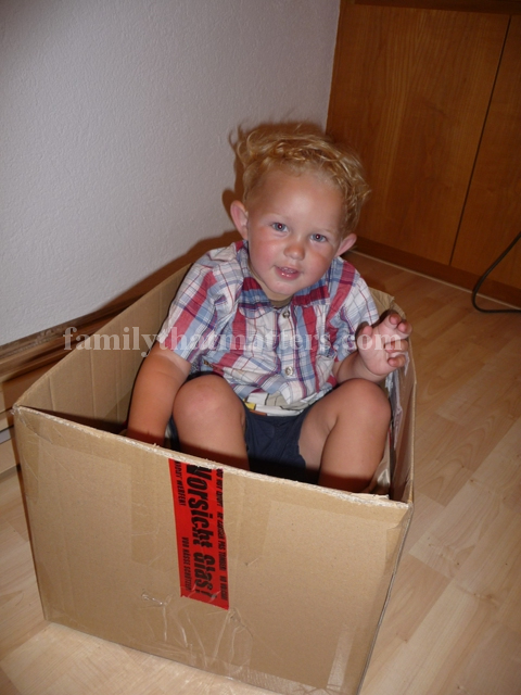 parents child in box