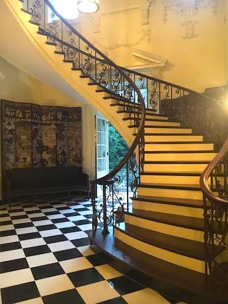 staircase-swan-house-at-the-atlanta-history-center